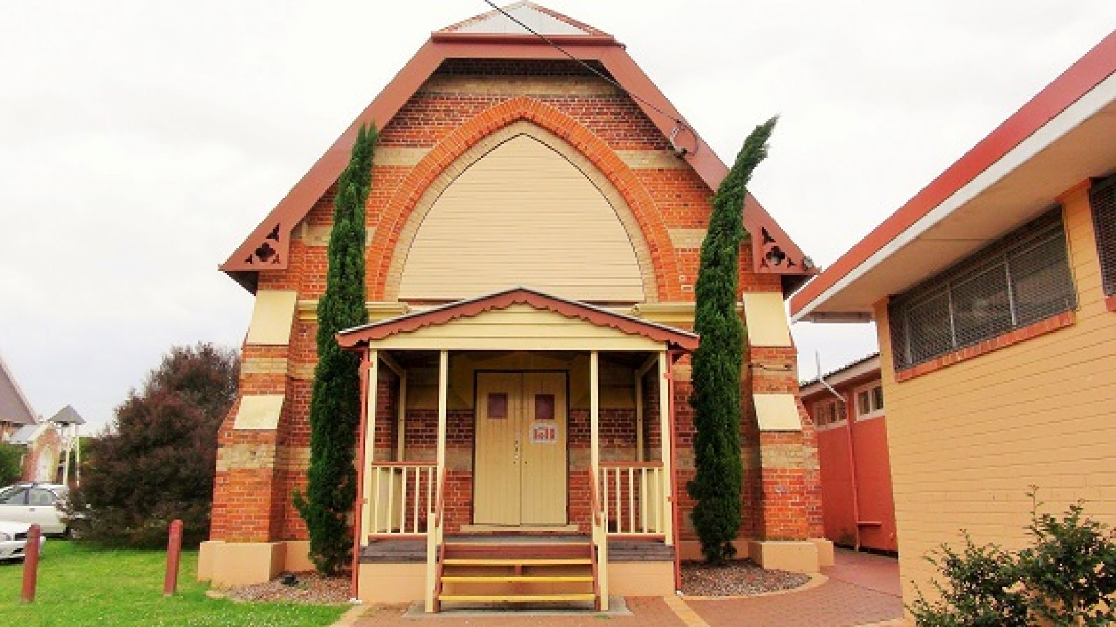 Photo of the front of the Mechanic Institute building in Moruya banner image